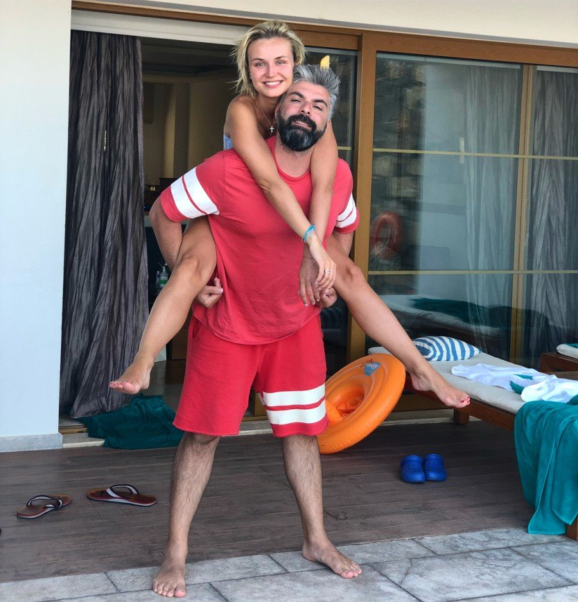 «Девушка и дедушка»: в сети обсудили фото Полины Гагариной с мужем