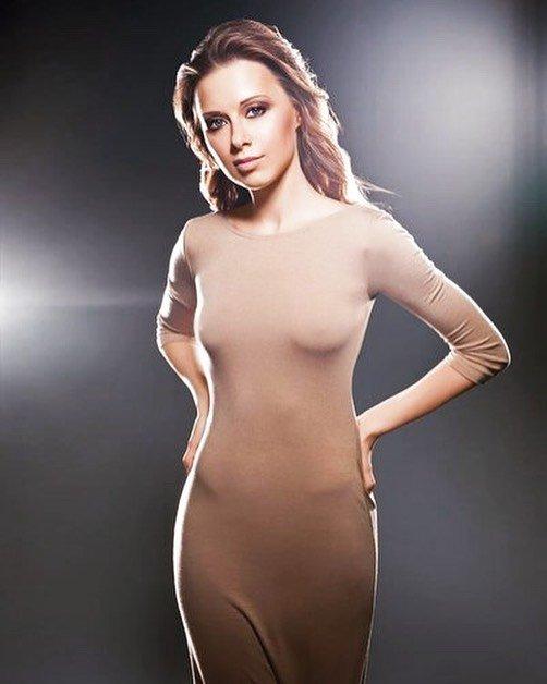 «А как же индивидуальность?»: Юлия Савичева удивила образом без белья