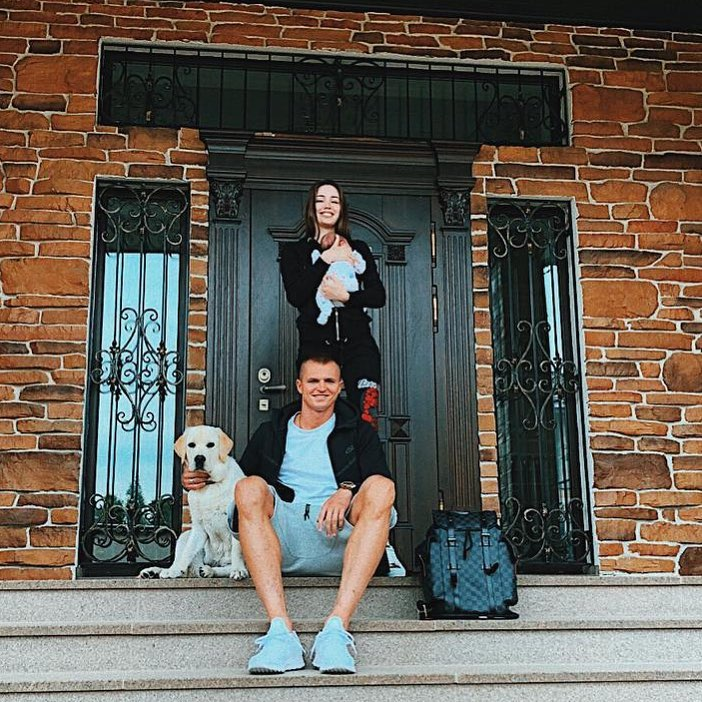 «Нельзя так ребенка держать»: в Сети переживают за дочку Анастасии Костенко и Дмитрия Тарасова