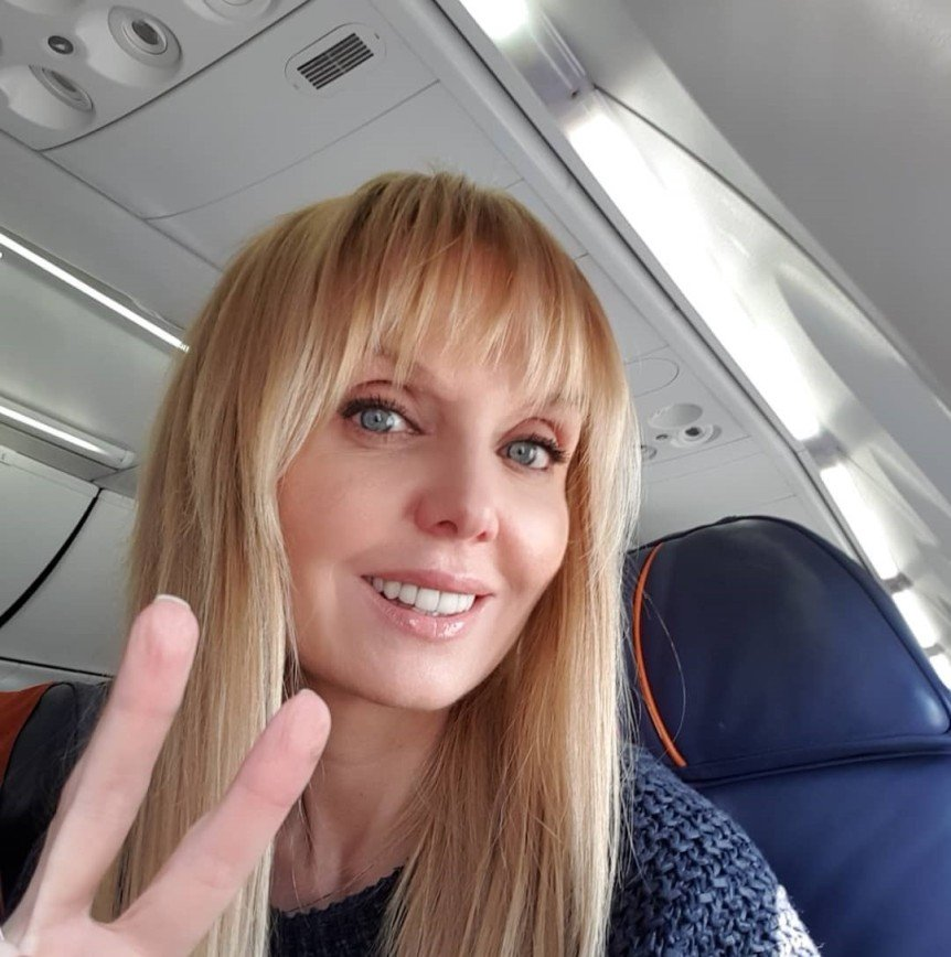 «Даже под дождем элегантна»: Валерия порадовала поклонников забавным видео