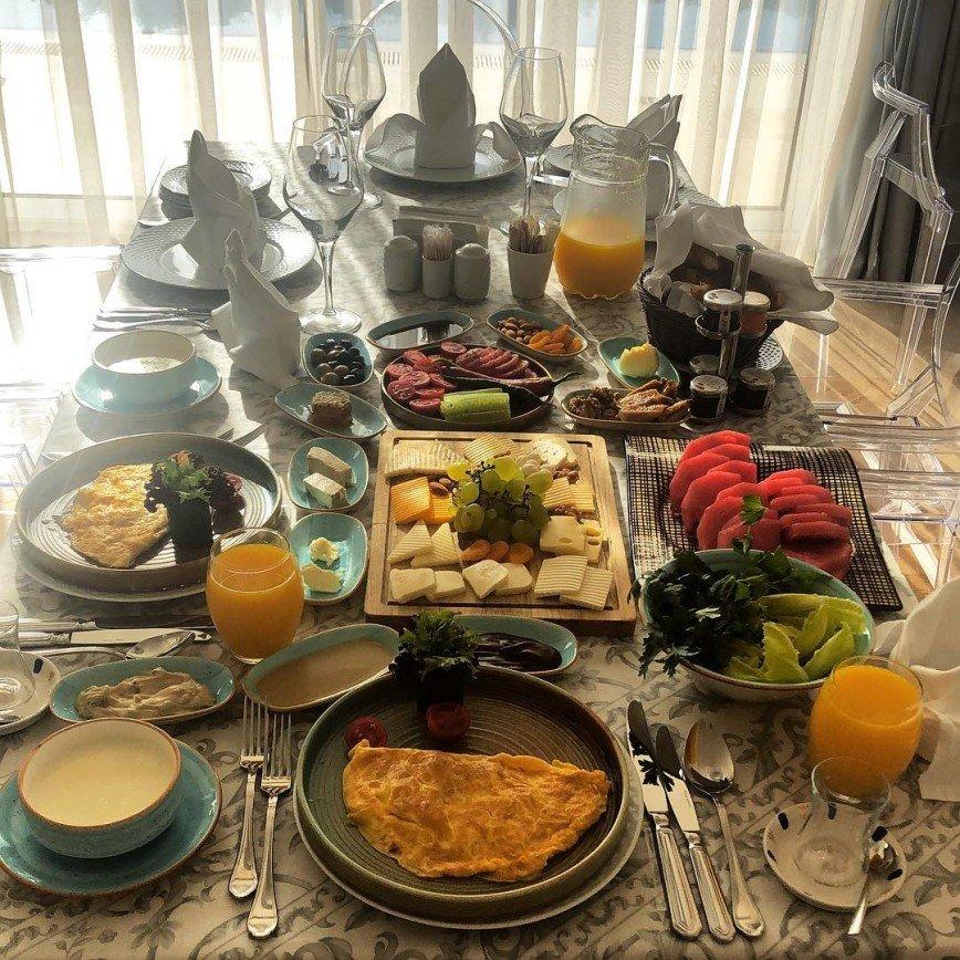 «Поесть мы любим»: завтрак Сергея Лазарева затмил трапезы Яны Рудковской