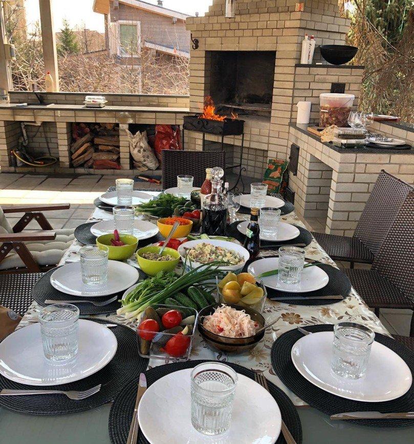 «Аппетитно и ароматно!»: Сергей Лазарев открыл дачный сезон шашлыками