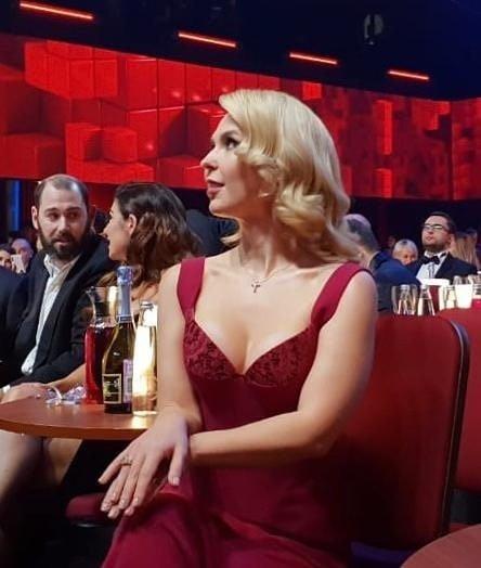 Пелагея появилась на празднике Comedy Club в платье с впечатляющим декольте