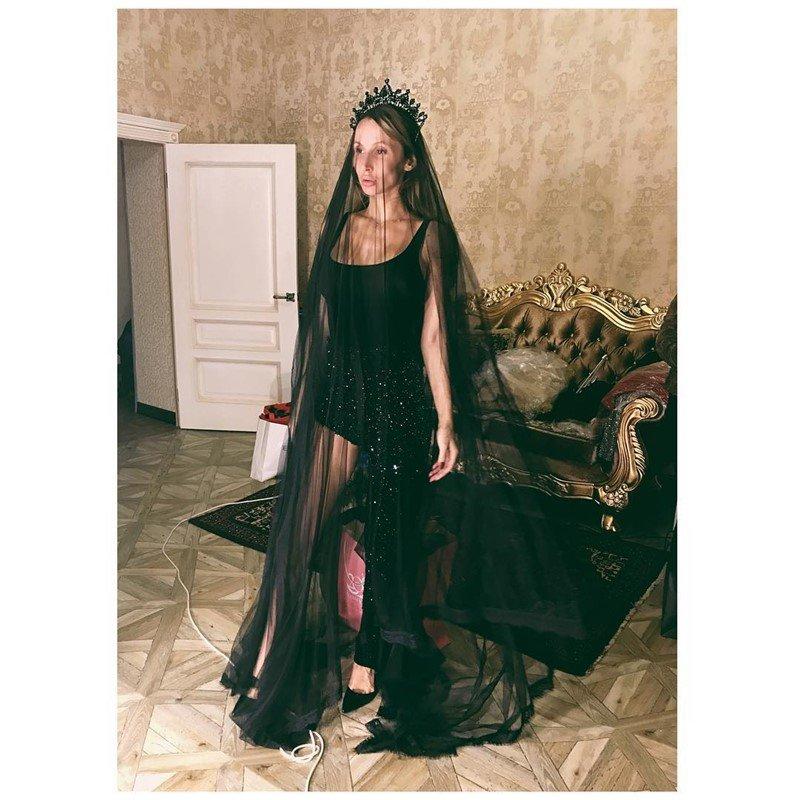 Светлана Лобода удивила поклонников образом «черной вдовы»