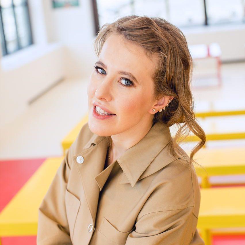 «Тренируйте сдержанность»: Ксения Собчак попросила не обсуждать ее целлюлит