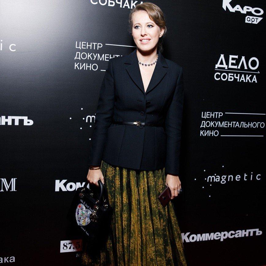 «Наряд 50-летней учительницы»: образ Ксении Собчак посчитали неудачным