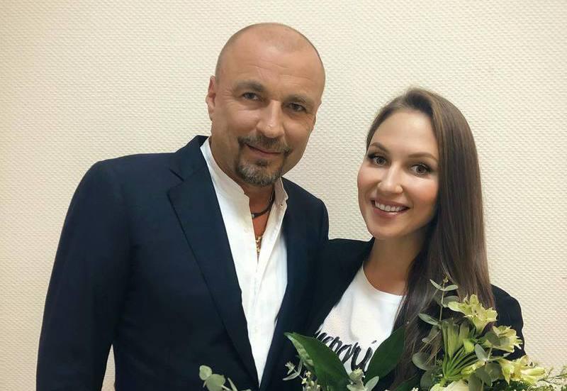 Александр Жулин впервые показал свадебные фотографии с молодой женой