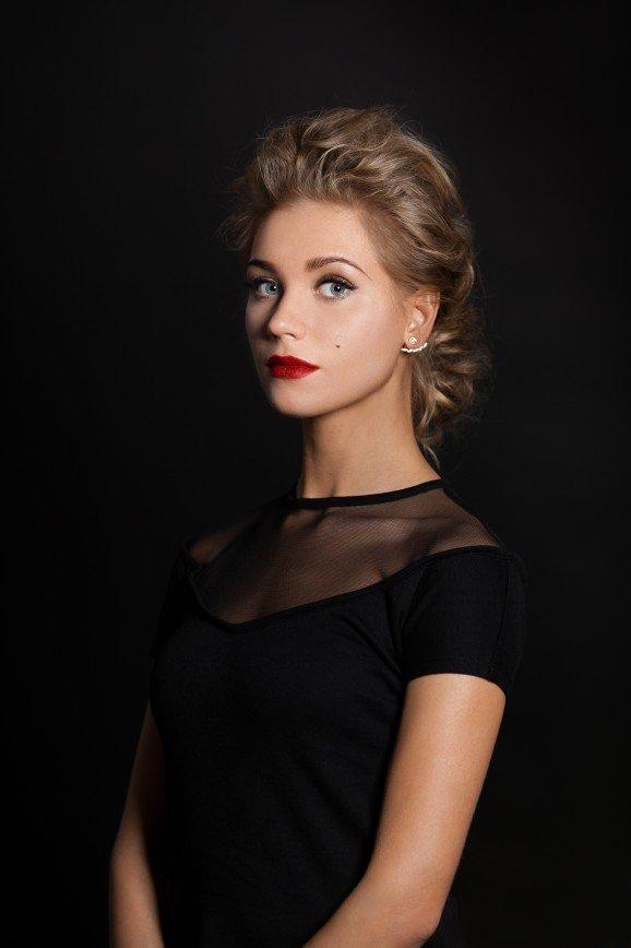 Кристина Асмус оправдалась за сорванный спектакль