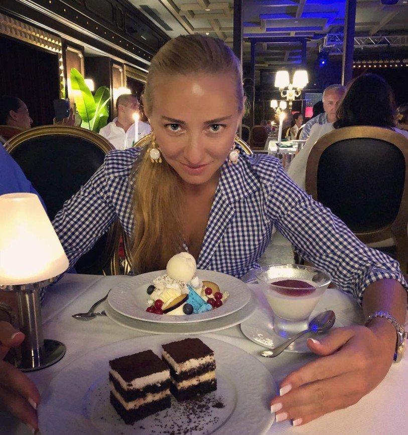 «Не верю, что вы все это съели»: Татьяна Навка призналась в любви к сладкому