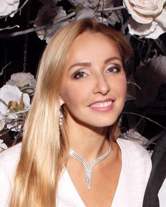 «Фигура далеко не шикарная»: Татьяна Навка удивила отсутствием талии