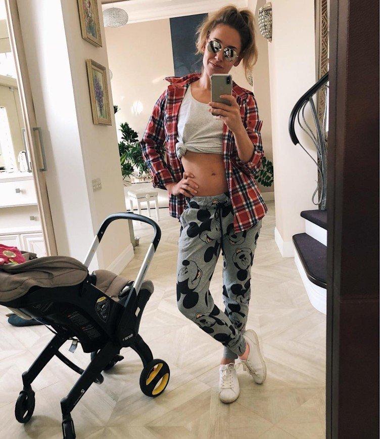 «Зато удобно»: Юлия Ковальчук продемонстрировала «мамский» наряд