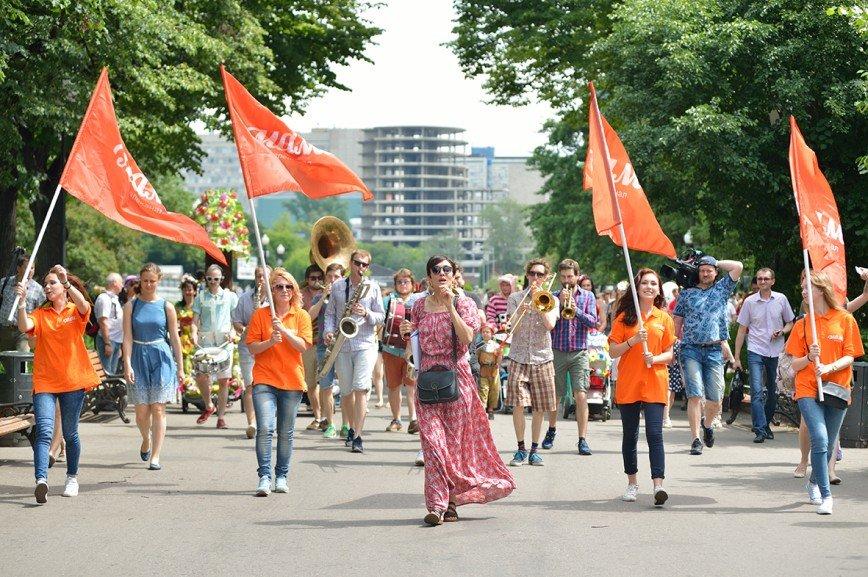 Телеканал «Мама» приглашает всех  на костюмированный «Парад колясок» в Парк Горького!