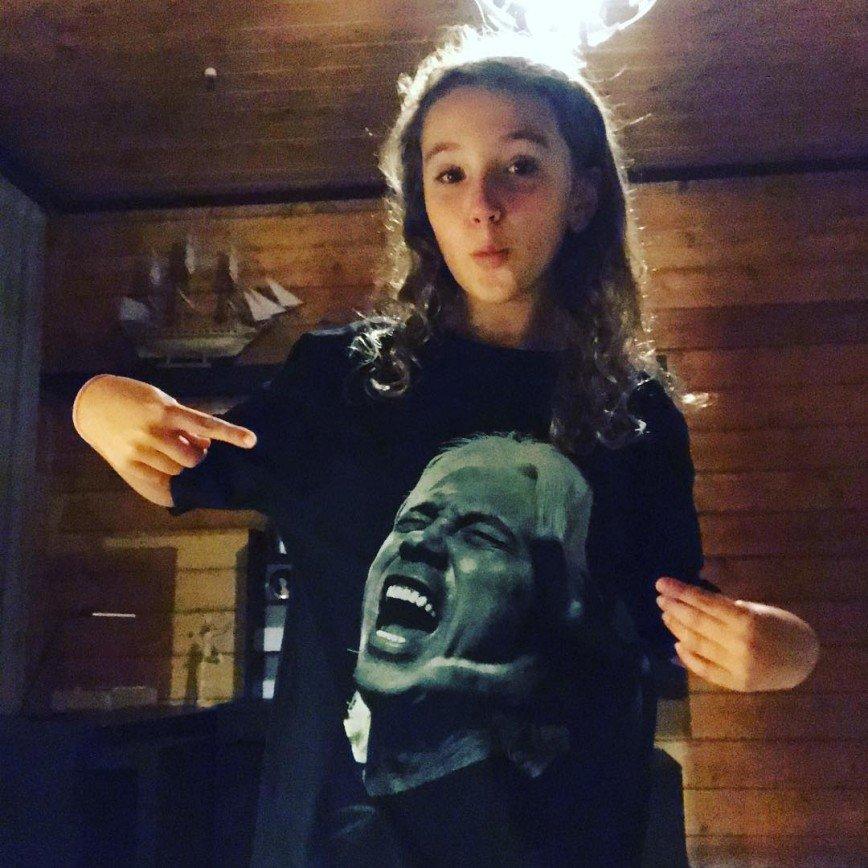Маленькая дочь умершего Хворостовского смутила пользователей сети танцем