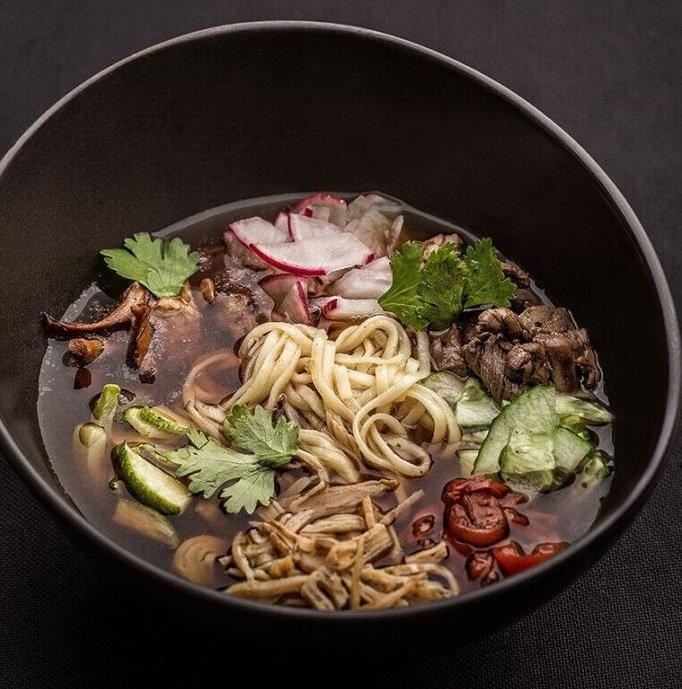 Не окрошкой единой: 4 рецепта холодных супов, которые легко приготовить и вкусно съесть