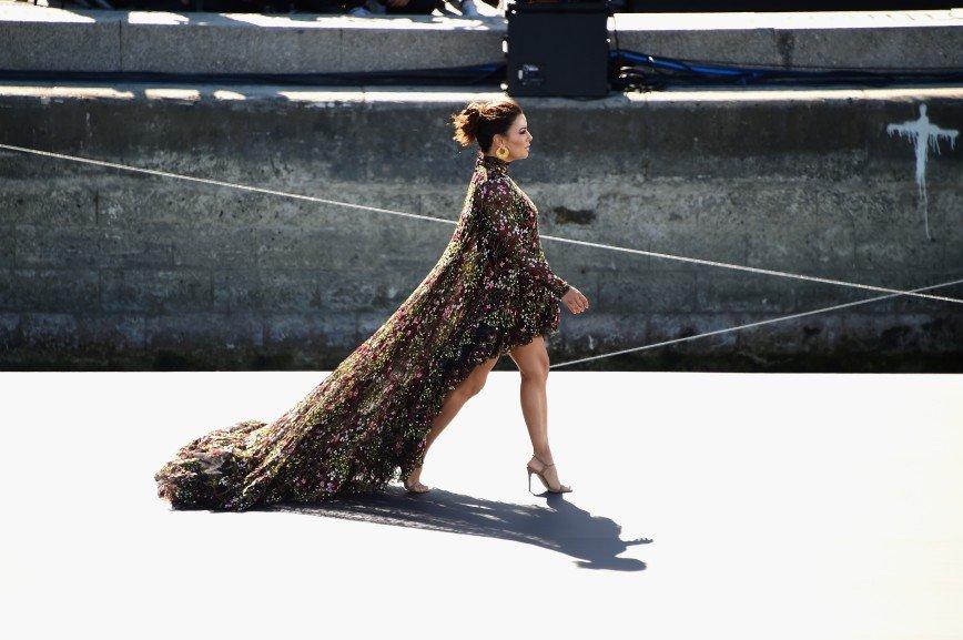 Ева Лонгория, Энди Макдауэл, Николай Костер-Вальдау: отражение моды в водах Сены от L'Oréal Paris