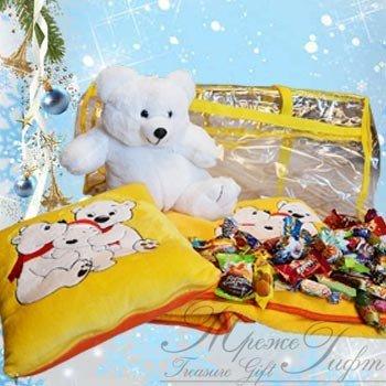 Новогодний подарок Набор «Белые медведи» 1200 гр. 1500 руб. Уникальный набор три в одном - мягчайший флисовый плед, подушка и мягкая игрушка с конфетами внутри создадут уют и тепло в вашем доме!  Размеры:  Плед 0,9*1,4 м,  подушка 30*30 см (800 грамм),  игрушка 30 см. (400 грамм)