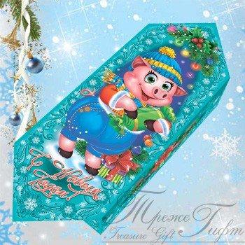 Новогодний подарок Весёлый Фунтик. 700 гр. 300 руб. Оригинальная и забавная упаковка из микрогофрокартона в виде конфеты с изображением милого доброго и веселого Фунтика, который спешит поздравить всех детишек с наступающим Новым Годом! И рад подарить счастье, радость, веселье и самые чудесные сладости в Новый Год! Внутри 700 гр. конфет. 300 гр.