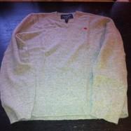 джемпер Abercrombie&Fitch с треугольным вырезом, классно смотрится поверх рубашки. Состав — 75% шерсть, 25% акрил. Мягкий, тонкий, теплый и уютный. размеры: М (50–52) L (52–54)