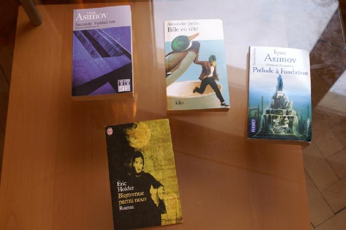 Книжки на французском привозные. За 4 - 500 рублей.
