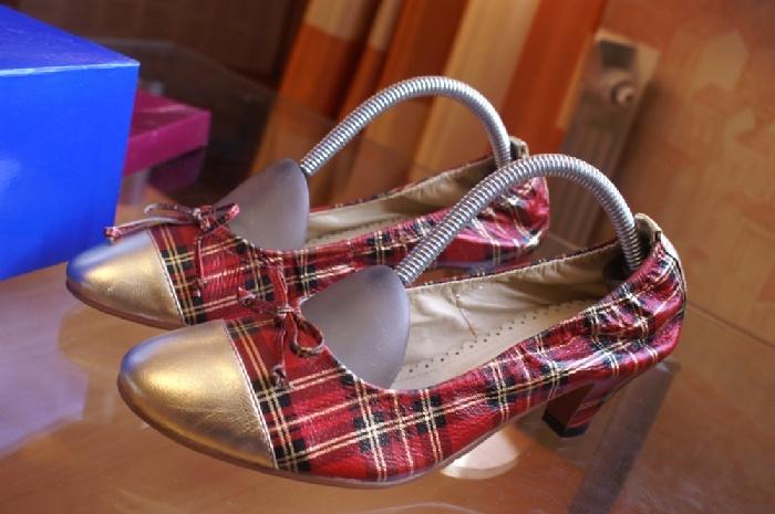 Туфли из СП. размер 39, но мне на 39 мал, думаю, что на 38. Новые абсолютно (на меня не налезли). 1000 руб.