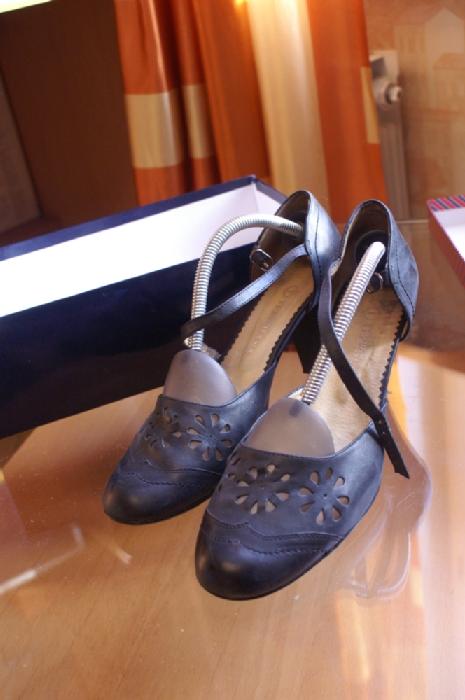Туфли терволина. Б\у. 39 размер. В коробке запасные набойки. 200 рублей.