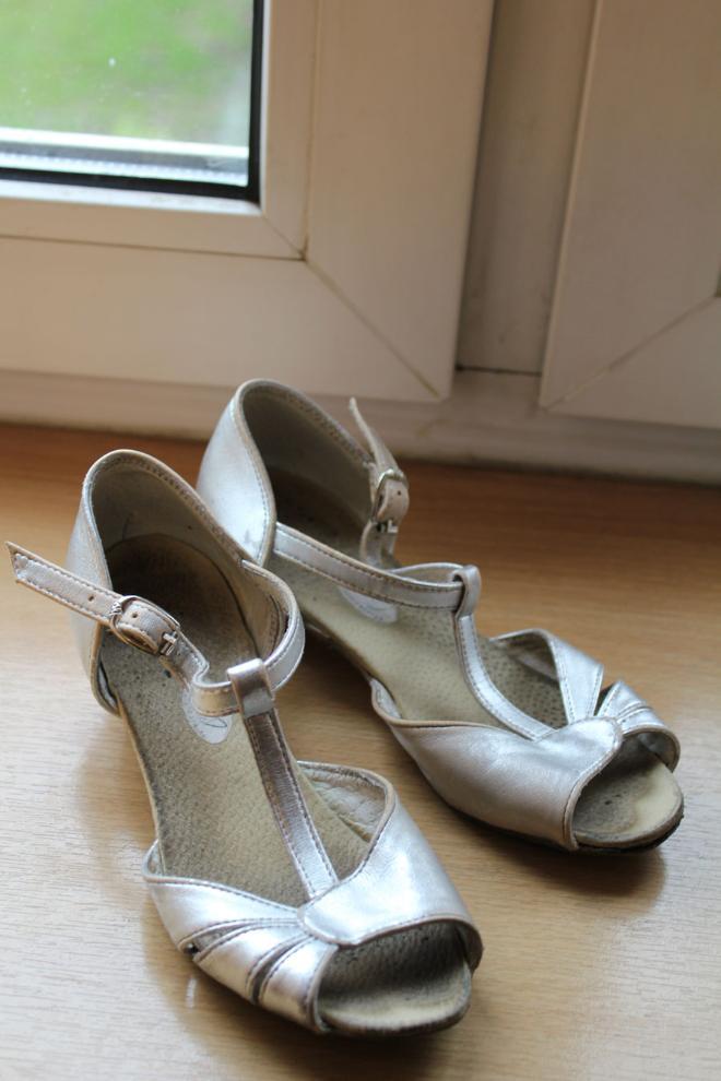 Туфли для бальных танцев на 5 лет размер 30-311 по стельке 19,5 300 руб