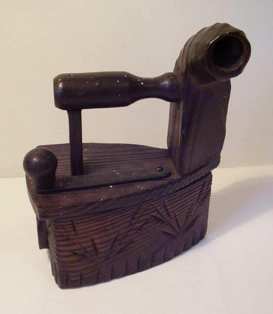 78. Утюг сувенирный деревянный
