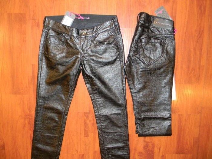 Штаны Италия, на хлопке под кожу,очень мягкие и приятные, можно стирать в машинке Размеры 27,28 Цена: 4500р.