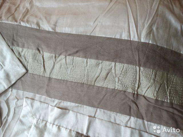 Роскошный комплект, фирмы ESK: Покрывало-одеяло на 2-х спальную кровать, простынь и 2 наволочки (на большие подушки, примерно 100Х70). Все замеры по запросу. Все фирменное, покупали в фирменном магазине. Б/у, но в очень хорошем/отличном состоянии. Из дефектов, маленький разрыв на одеяле с изнанки) где была прошивка.