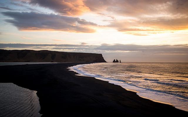 Пляж Вик  - самое загадочное место в Исландии