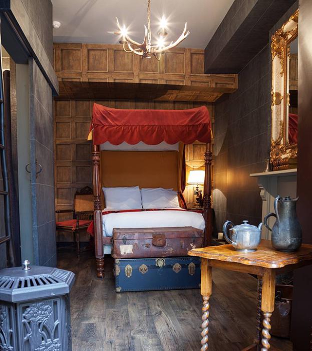 В Лондоне открылся маленький Хогвартс: [i]«Отель Georgian House с радостью приглашает семьи, поэтому мне хотелось создать что-нибудь интересное для молодых посетителей. Когда гости приезжают, мы