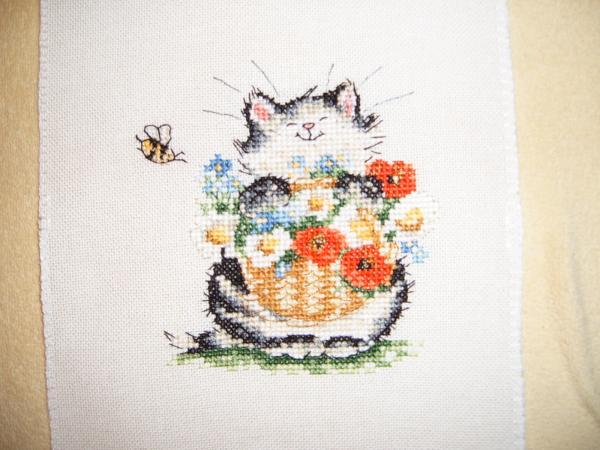 Котик в разглаженном варианте :) Из нового календаря М. Шерри. Вышит на Линде 27.