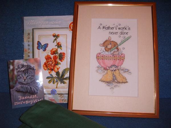 Подарок мне от Julena. Вышивка - просто супер, как раз про меня :):):) Скатерть - на нее так и просится рождественский мотив :) И цветочный летний наборчик :) Спасибо!!!