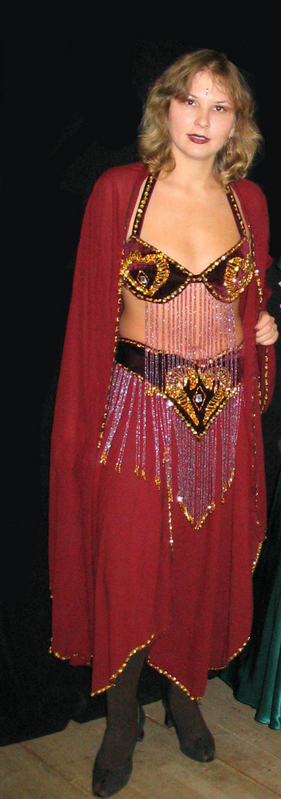 Продаю турецкий костюм бордового цвета. Размер около 46.