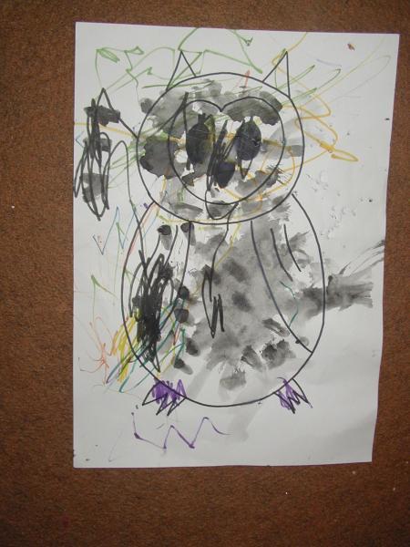 На следующем занятии была сова, которой нужно было нарисовать красками пятнышки :) Вот, что вышло по приходу домой :)