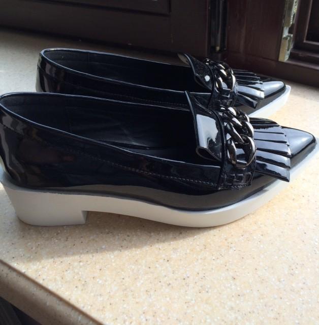 Лаковые туфли-лоферы на 37р. 2650 руб.
