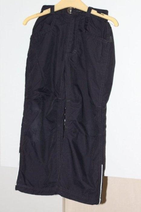 Комплект: Куртка ТраваллеРему р.122 (на 114-118) цвет темно-синий с серо-голубым верхом, капюшон на месте, состояние хорошее. И брюки утепл. Лухта р.116, потерты колени, без изменения цвета. Цена 900р