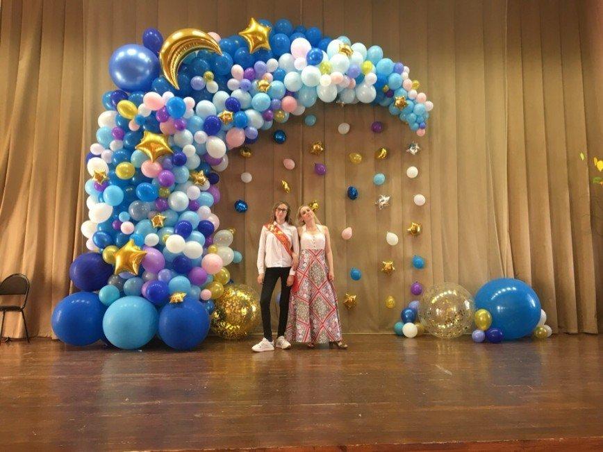 Автор: Фея Симона , Фотозал: Мое хобби, Коллективная родительская горка из шаров в актовом зале школы. Вручение аттестатов. 9 класс.