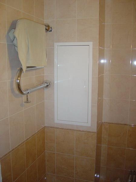 люк в туалет ставить железный или пластиковый