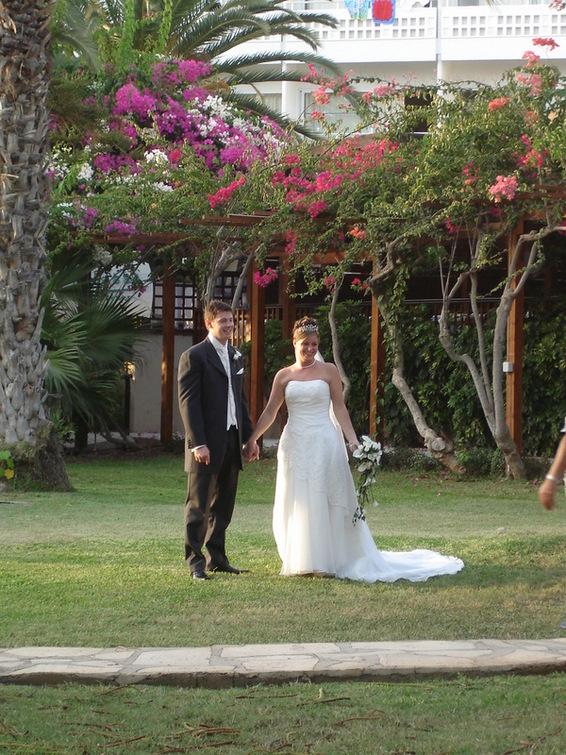 А свадеб там!!.. по 3 в день))