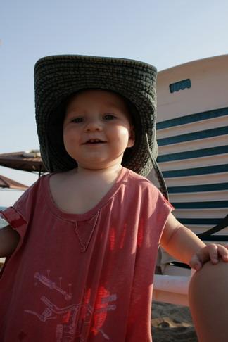 Мамина шляпа и папина майка - красавец получился!:-)