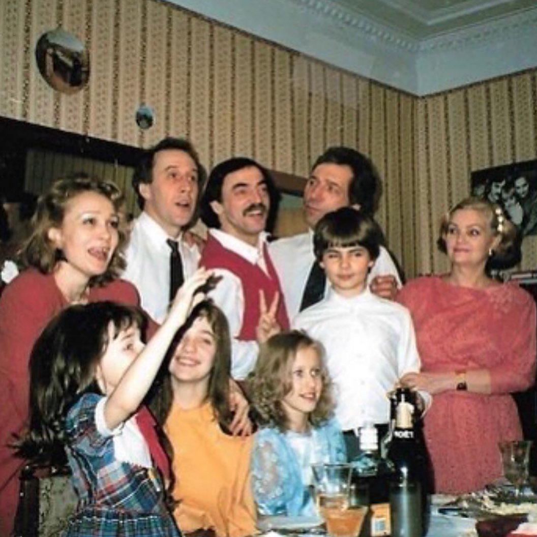 Юные и красивые! Михаил Боярский показал архивное фото с маленькой Ксенией Собчак