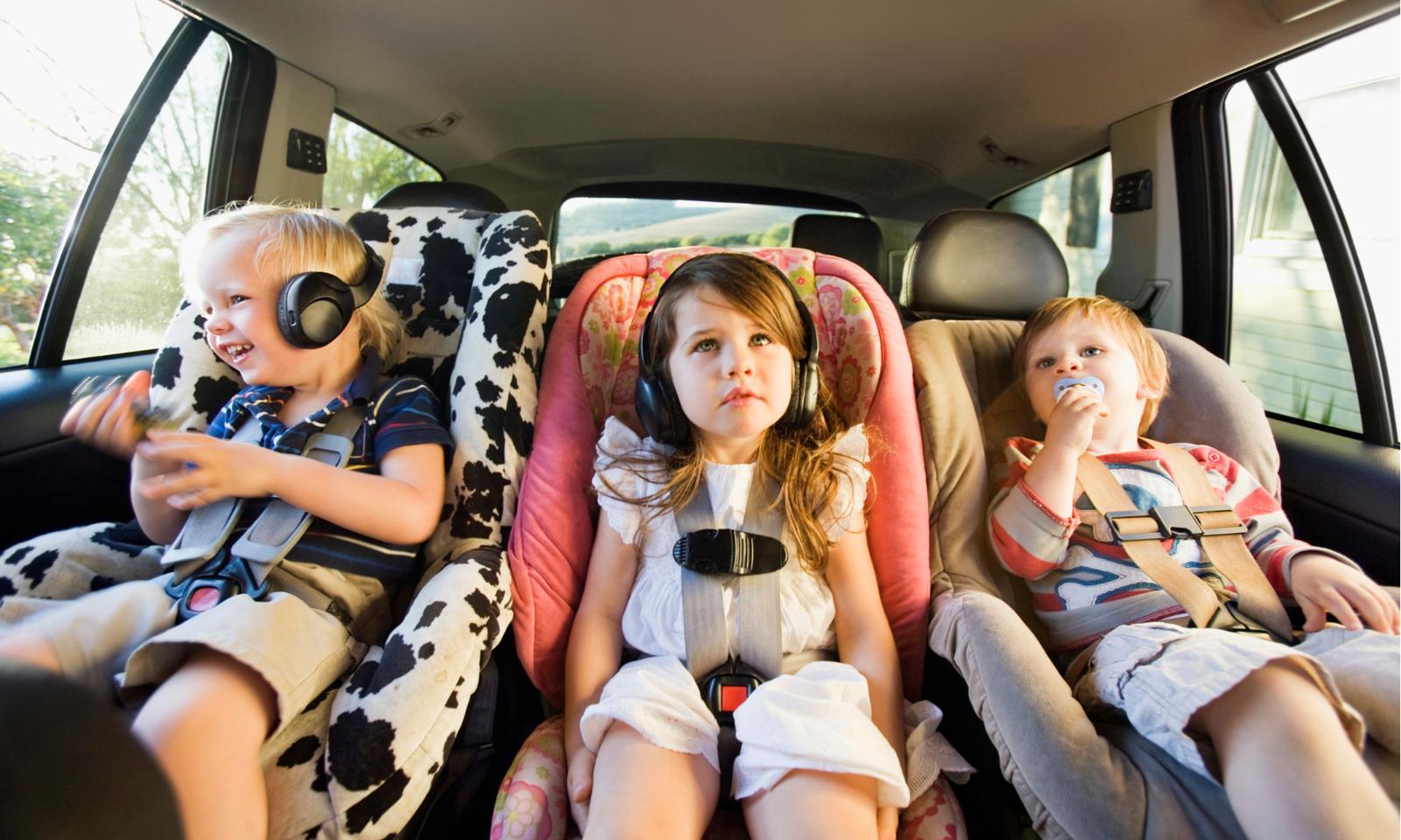 Неспящие: как наладить режим сна ребенка в поездке и после нее