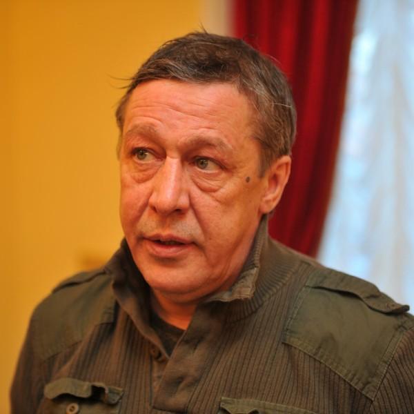 Еще больше изоляции: Михаил Ефремов заболел в колонии и был отправлен на карантин