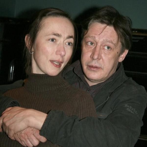 Или никаких посылок! Жена Михаила Ефремова требует предоставить ей доступ к банковским ячейкам