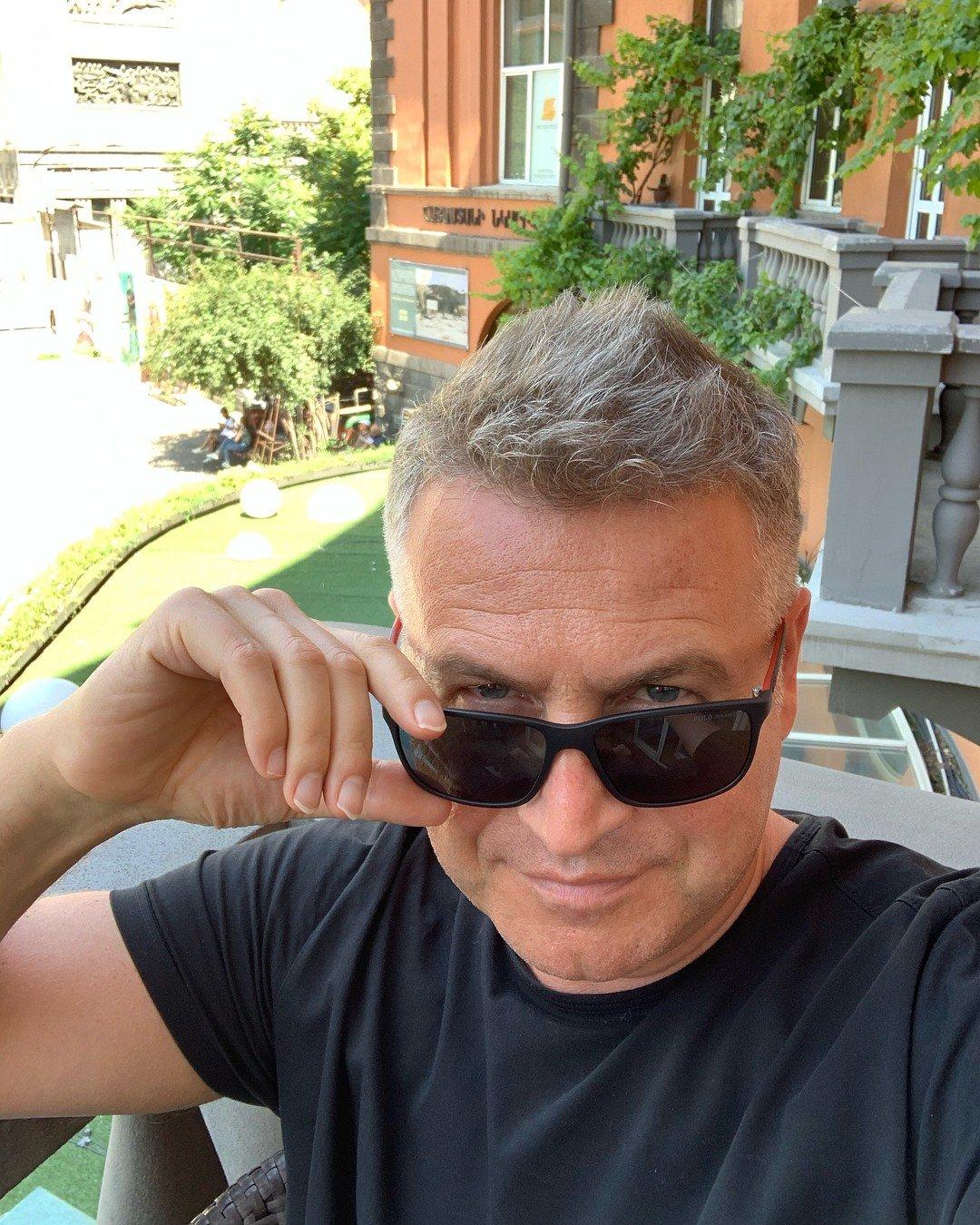 Дамский конгломерат: Леонид Агутин поделился снимком своей большой семьи