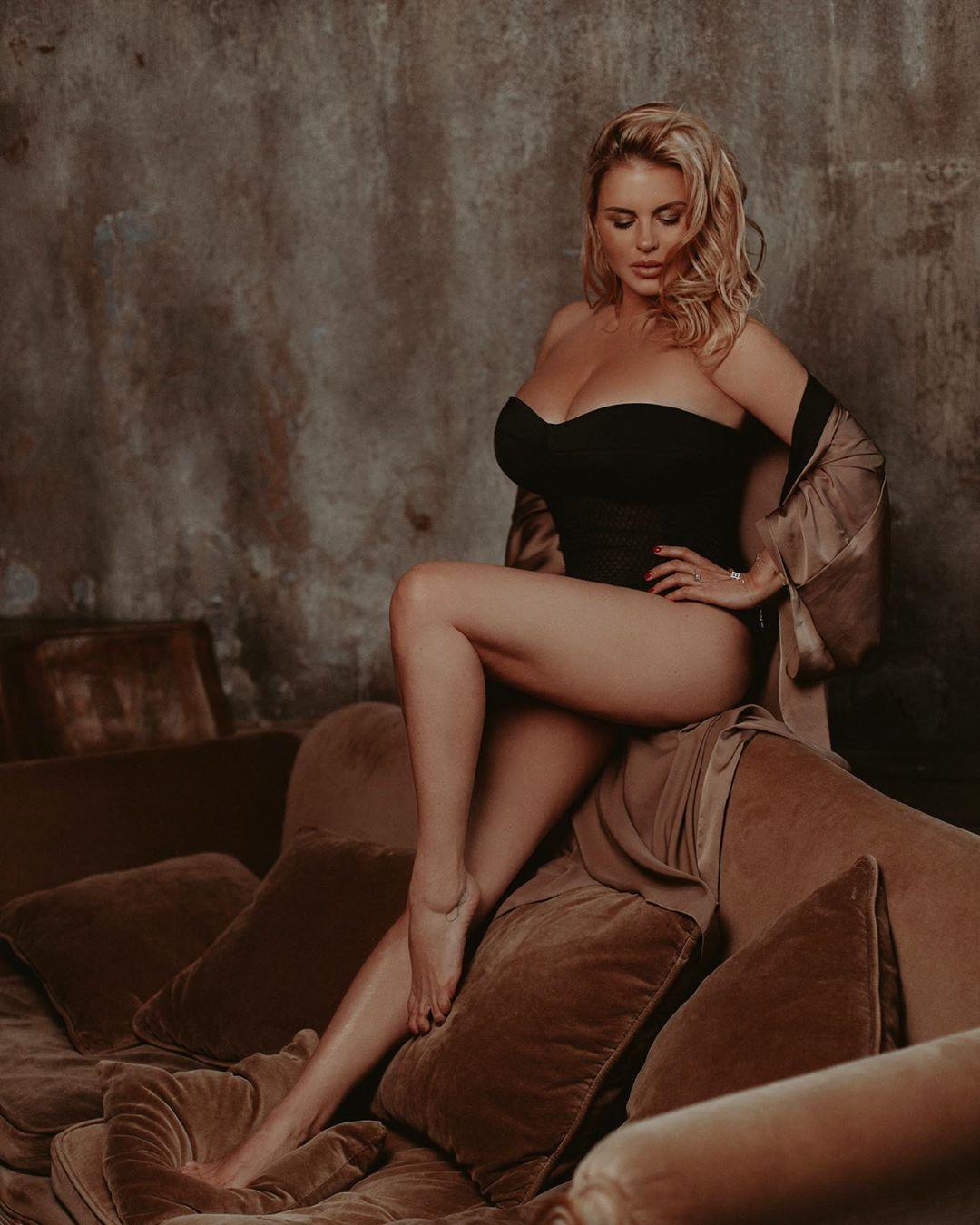 Фото толстую зрелую русскую раком крупным планом домашний секс всовывать