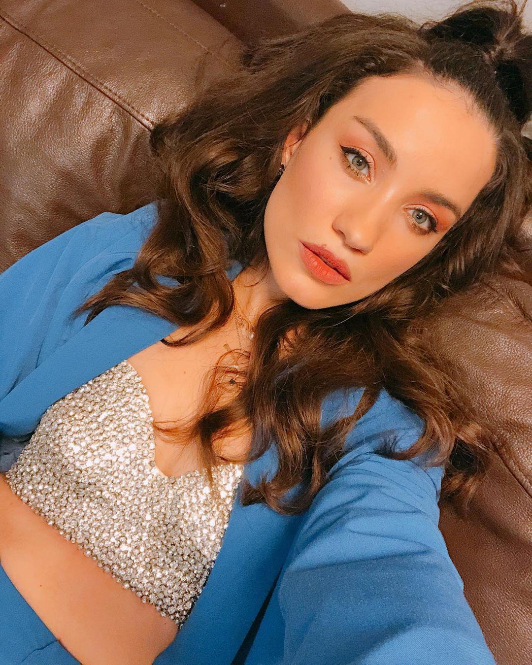 Смелая и прекрасная: Вика Дайнеко поделилась фото без фильтров и макияжа