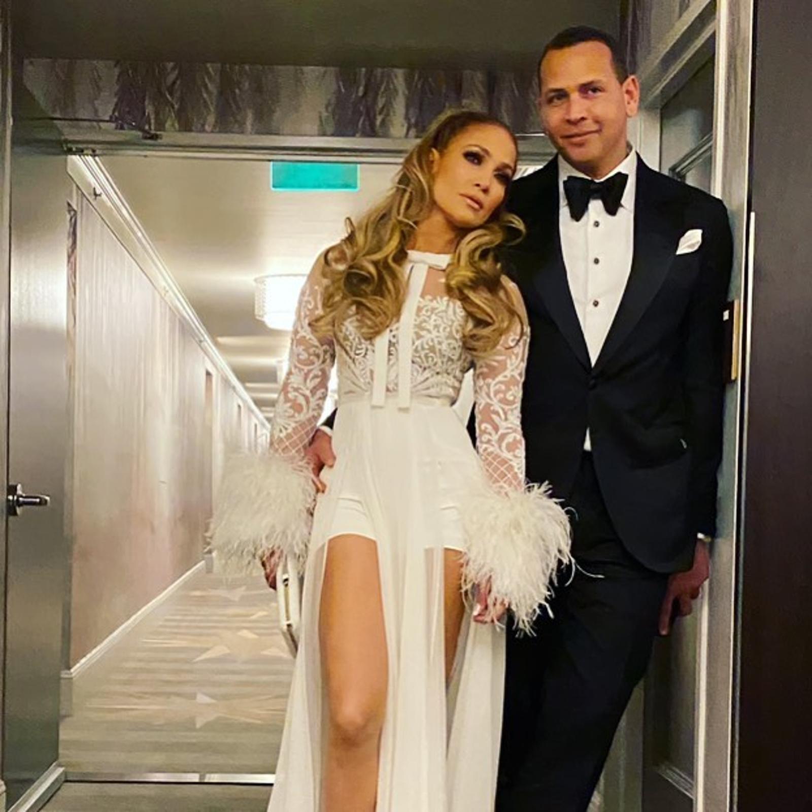 Белая вечеринка: Дженнифер Лопес и Алекс Родригес устроили праздник в честь помолвки