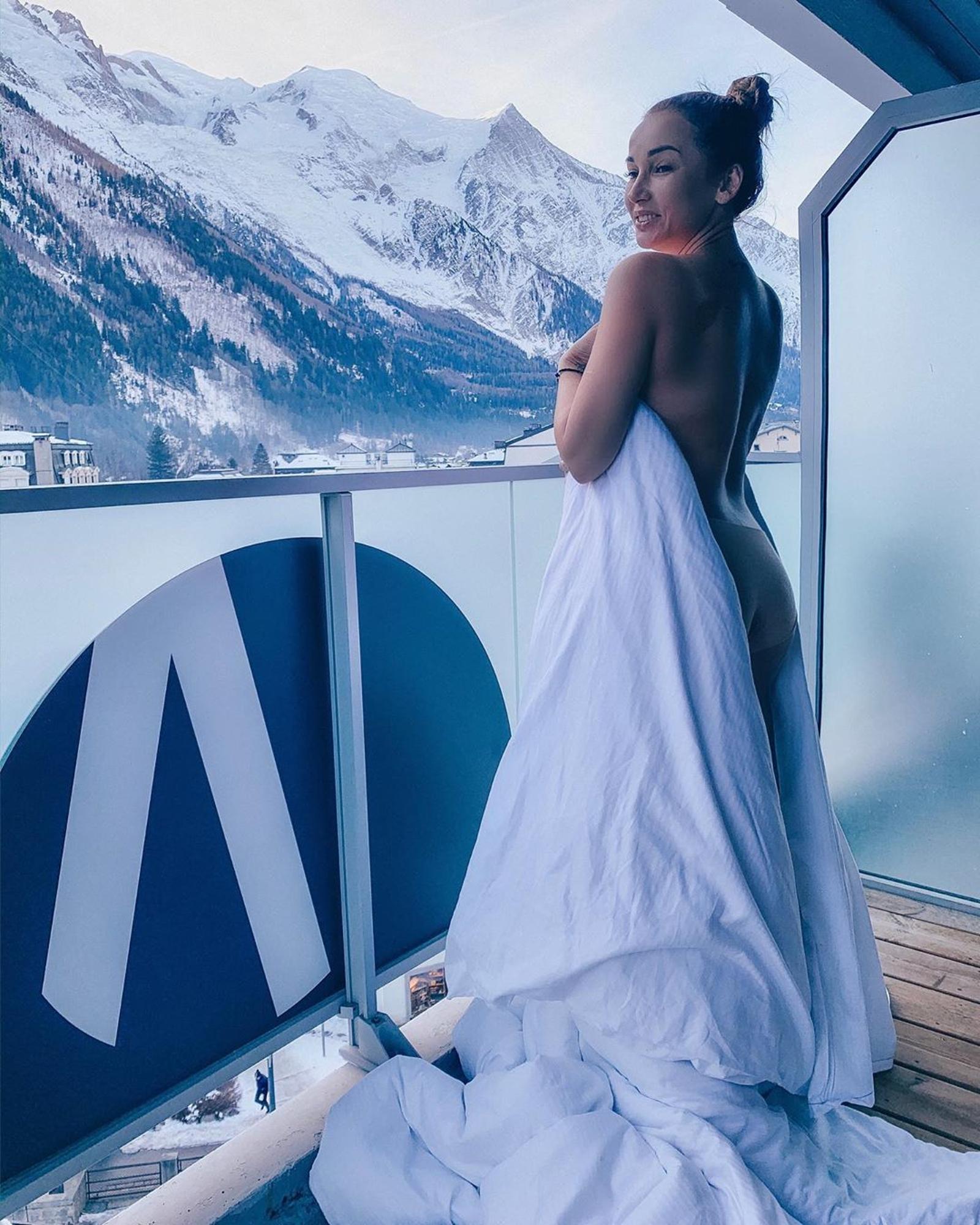 Разница в 10 килограммов: Анфису Чехову уличили в любви к фотошопу